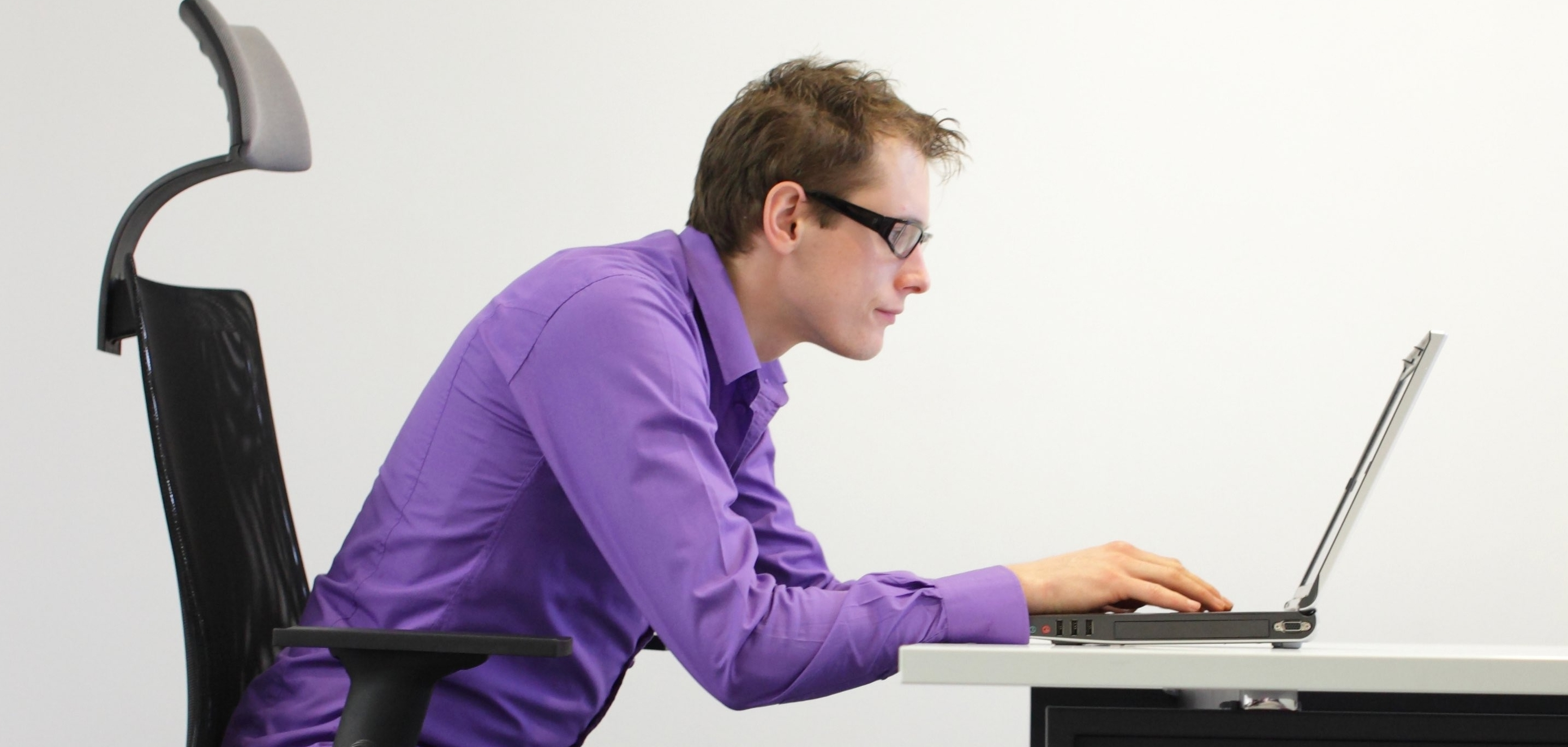bad-posture-at-work-MID-RES-e1459399554120